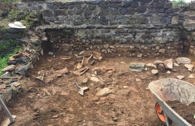 არქეოლოგიური გათხრები პეტრას ციხეზე (RU)