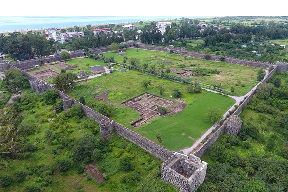 გონიო-აფსაროსის არქიტექტურულ-არქეოლოგიური კომპლექსი (EN)