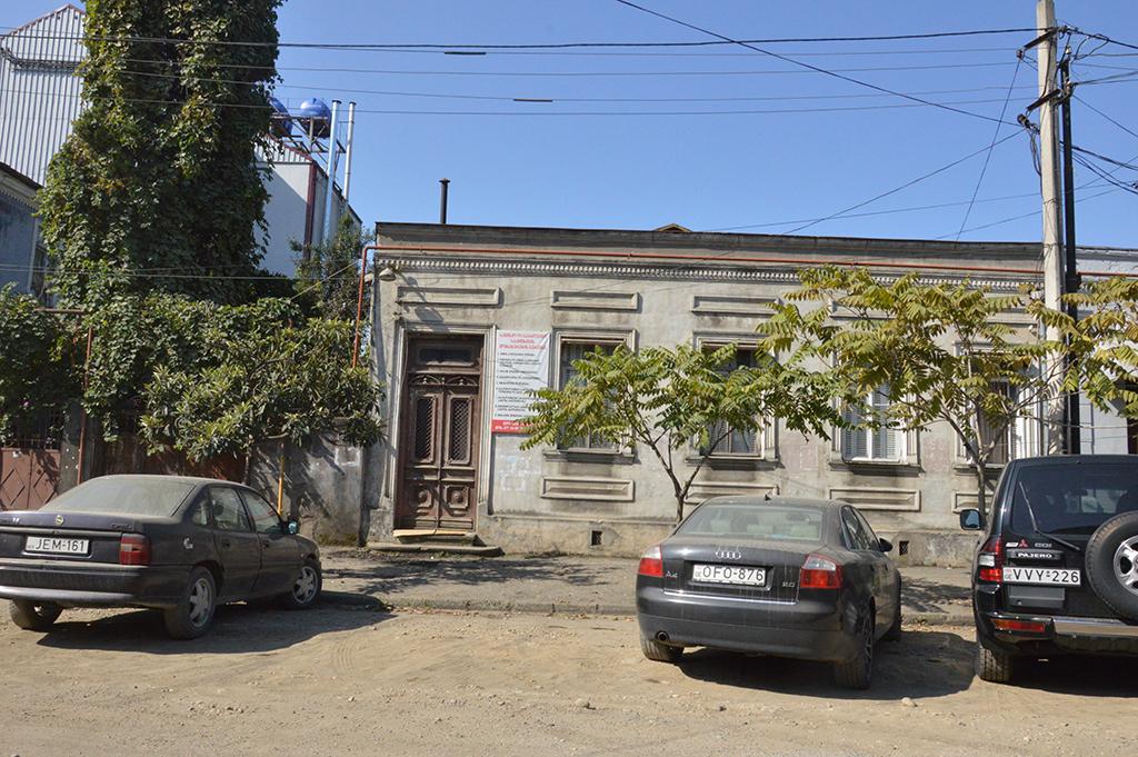 საცხოვრებელი სახლი (EN)